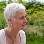 Susanne Dahl vor der Wiese